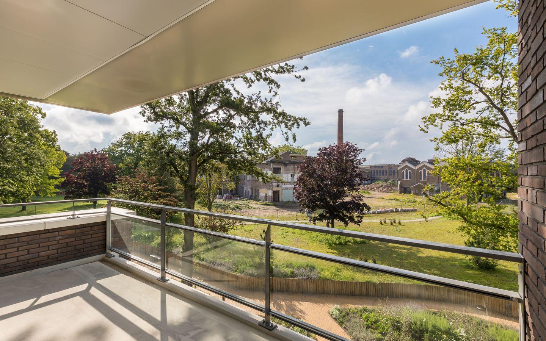 Uitzicht vanaf het balkon in villa Duinstaete