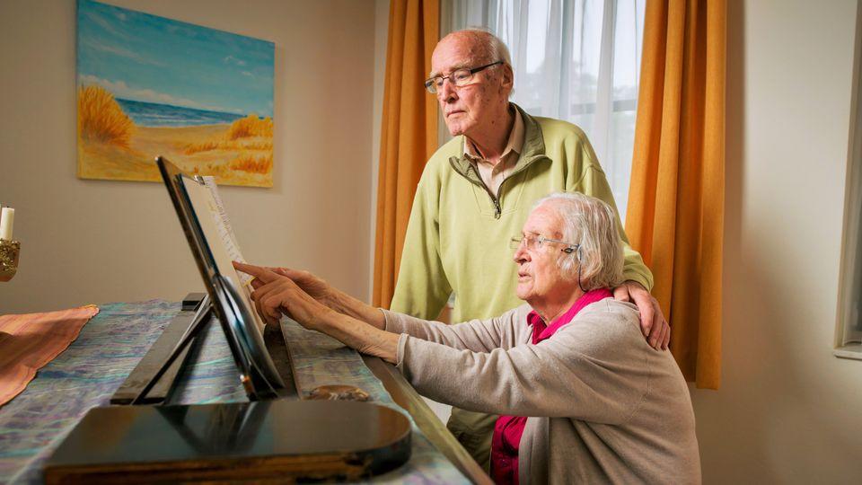 De heer en mevrouw Borderwijk, bewoners Villa Marijke Elisabeth